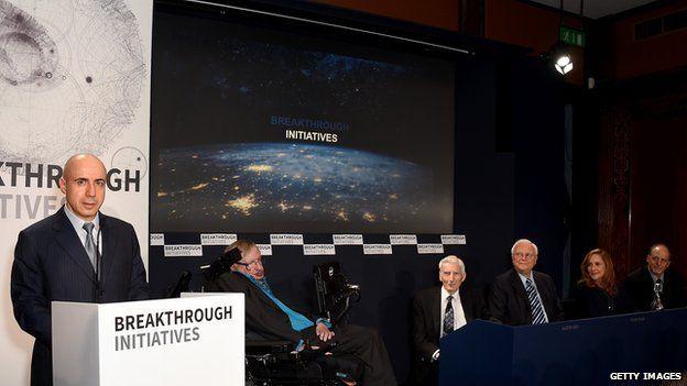 Пресс-конференция в Нью-Йорке 12 апреля 2016 года, на которой Юрий Мил...