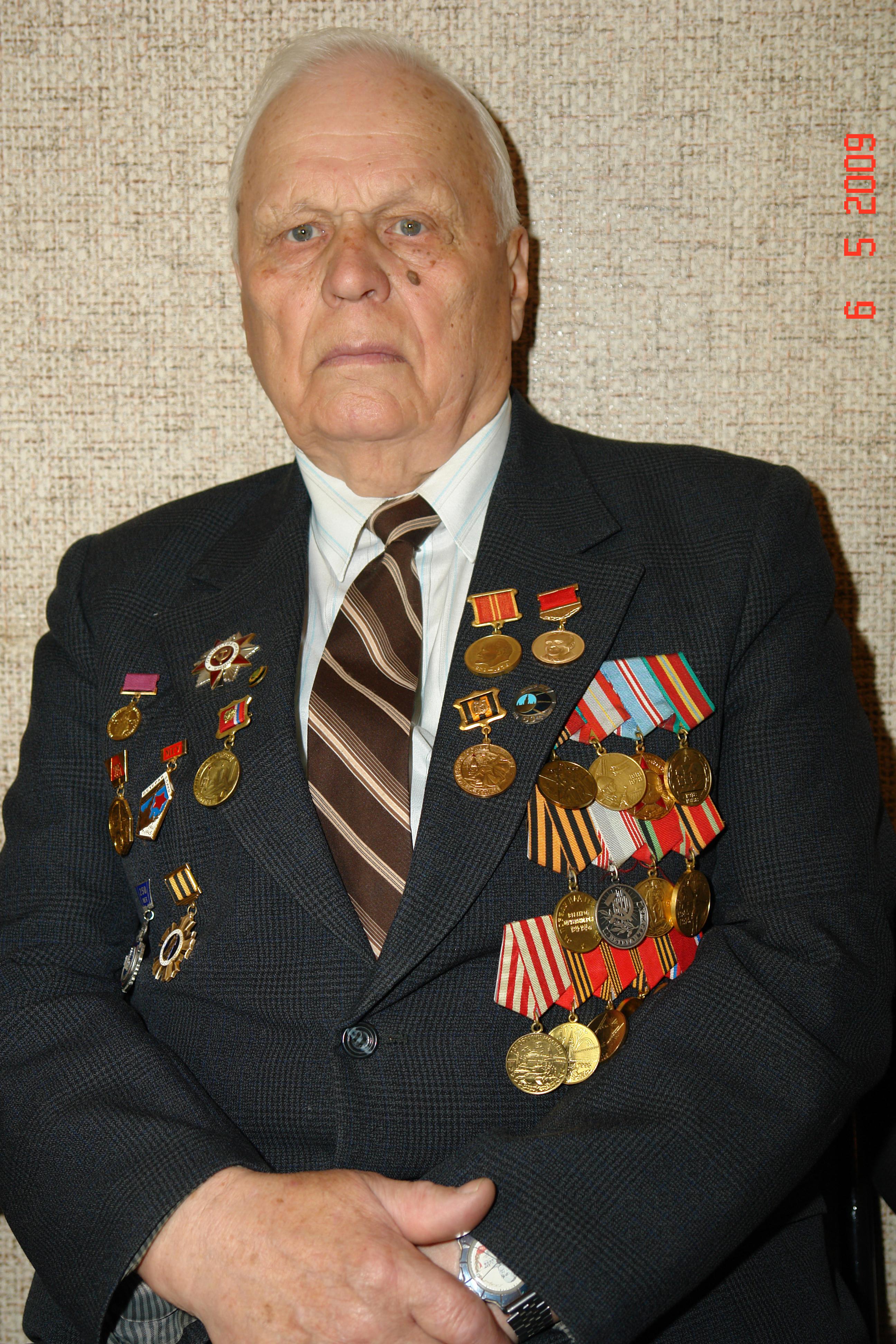 Один из старейших сотрудников института  председатель Сов...