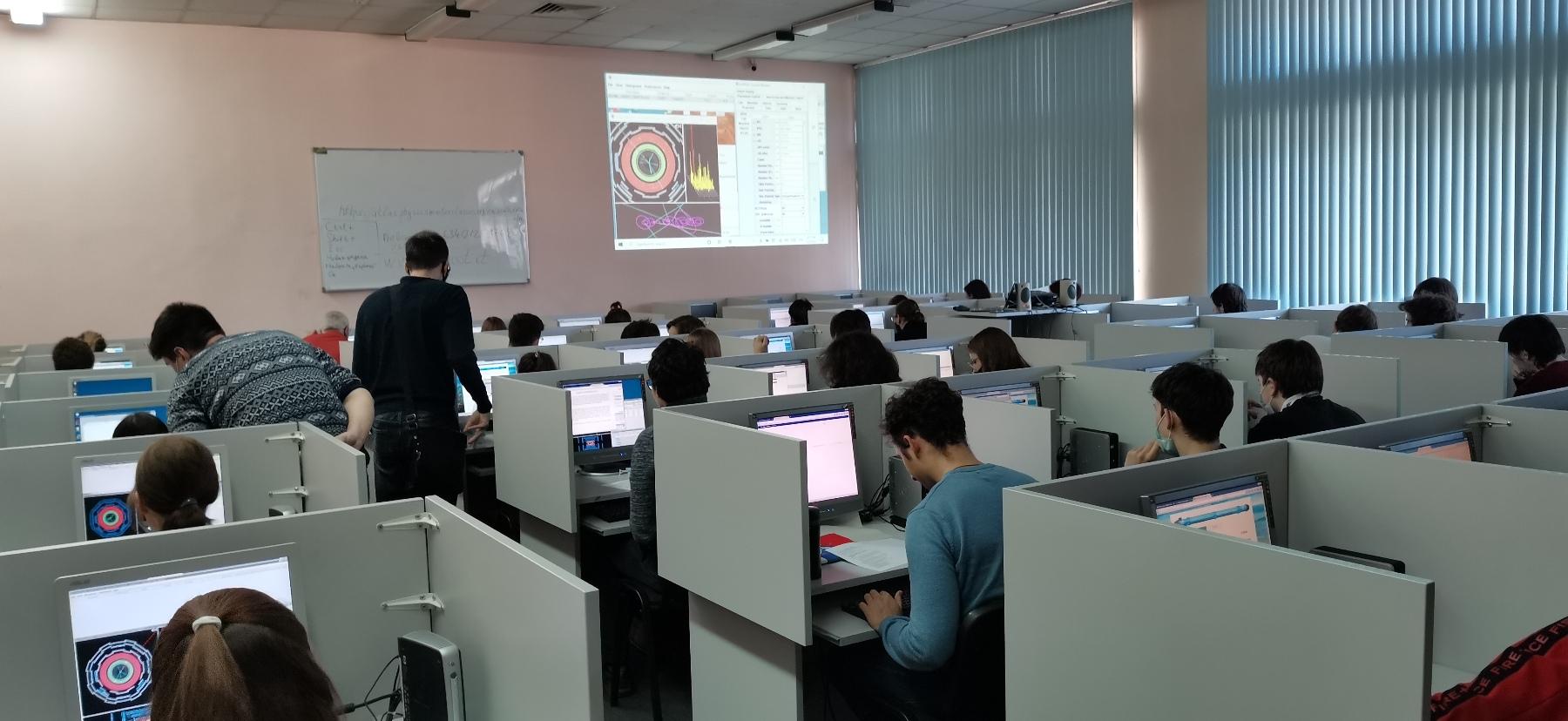 """Очередной мастер-класс ЦЕРНа """"Z-path"""" для студентов физического факультета"""